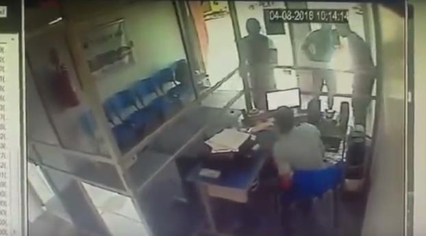 Muere en el intento: Ladrón entra a robar sin saber quién estaba entre las víctimas