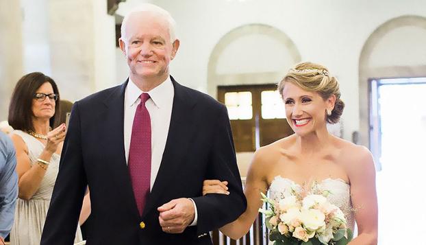 Fue asesinado en el año 2006 pero, de algún modo, eso no le impidió asistir hace poco a la boda de su hija