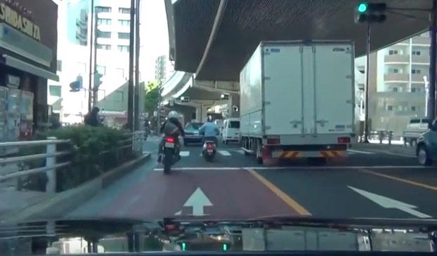 Cuando vas por Japón y te encuentras con una persecución policial en bicicleta