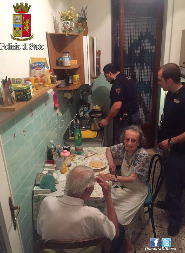 policia-hace-cena-ancianos-roma-2