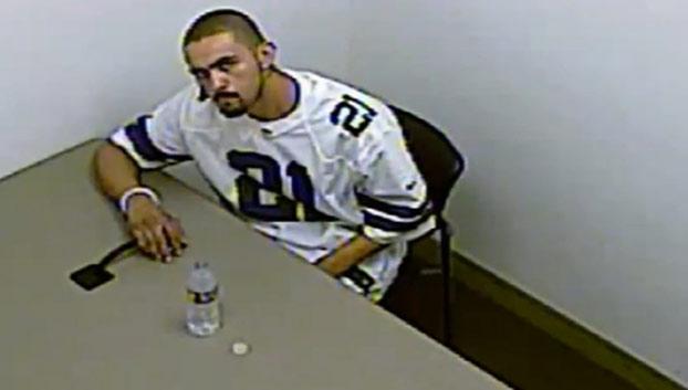 Un delincuente esposado a una mesa se escapa de la sala de interrogatorios sin ningún tipo de violencia (Vídeo)