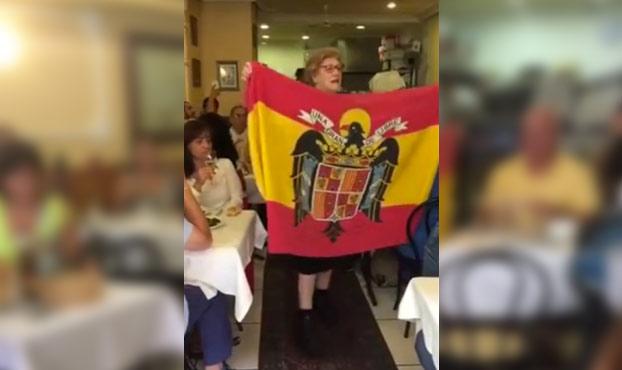 'Casa Olga', el restaurante gallego donde se canta el 'Cara al Sol' mientras se come (Vídeo)