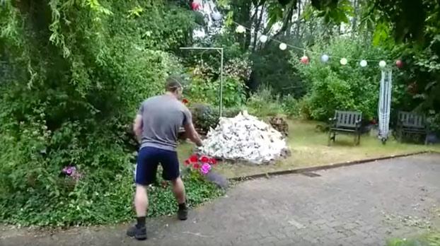 Un hombre causa una potente explosión en su jardín al hacer esta 'genialidad'...