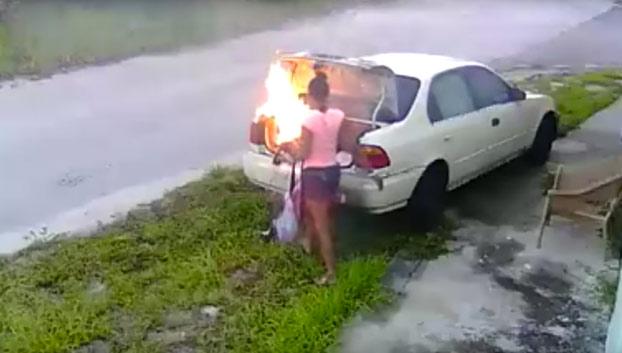 Quiso quemarle el coche a su ex novio y se equivoca de vehículo