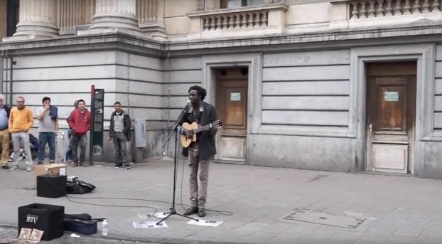 La música callejera tiene este poder