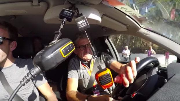 Tremenda caída de Samuel Sánchez en la Vuelta a España. Fue grabado por la cámara del coche de su equipo