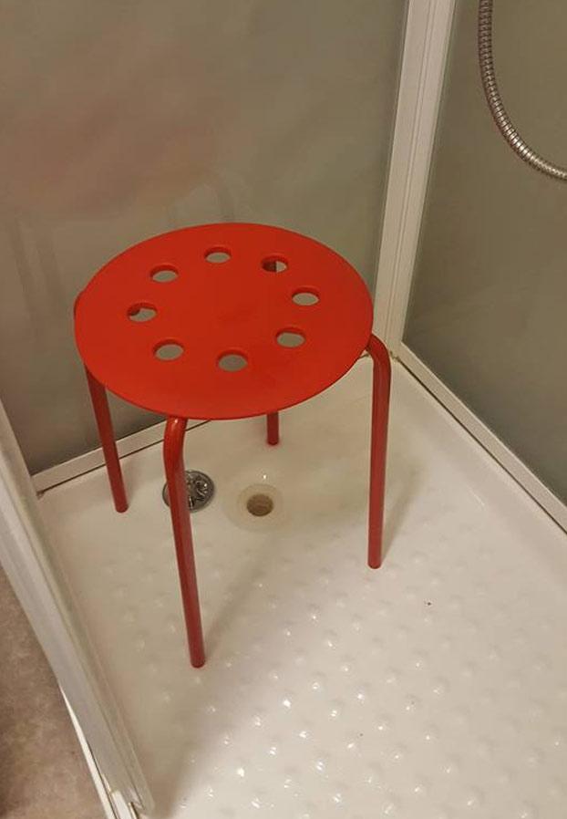 testiculo-atrapado-silla-ikea-2