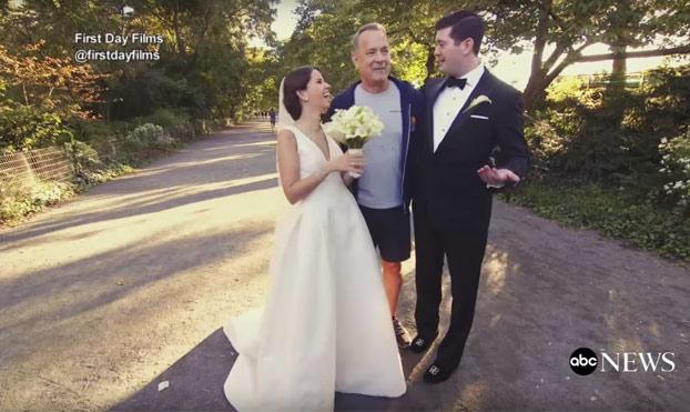Esta pareja estaba haciéndose unas fotos de recién casados cuando de repente apareció Tom Hanks