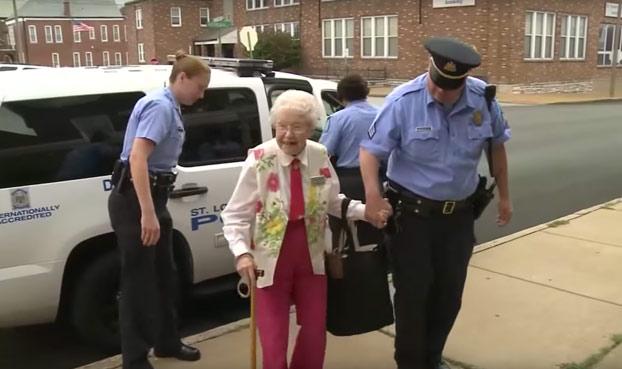 Una anciana de 102 años cumple su sueño antes de morir, ser detenida por la policía