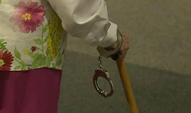 anciana-sueno-ser-detenida-policia-2