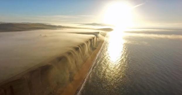 Un dron captura el fenómeno de las cataratas de niebla