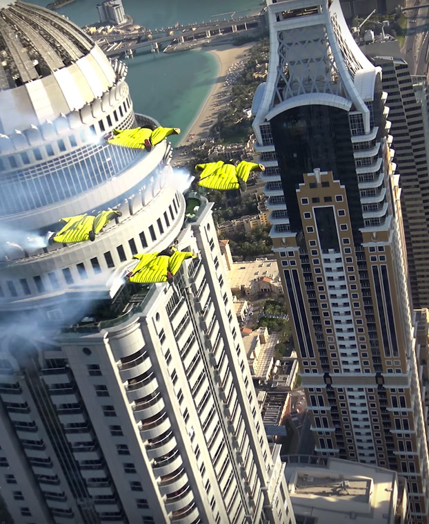 dubai-amigos-volando-entre-rascacielos