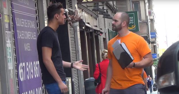 Apunto de ganarse una buena hostia: Insultando a la gente por la calle educadamente