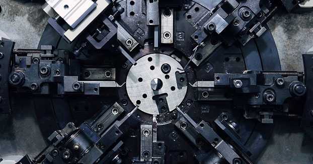 El hipnótico vídeo de las máquinas que fabrican muelles