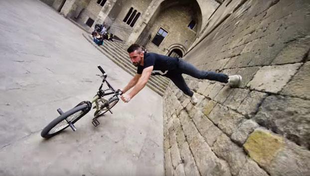 Las increíbles habilidades de Tim Knoll en bici por Barcelona