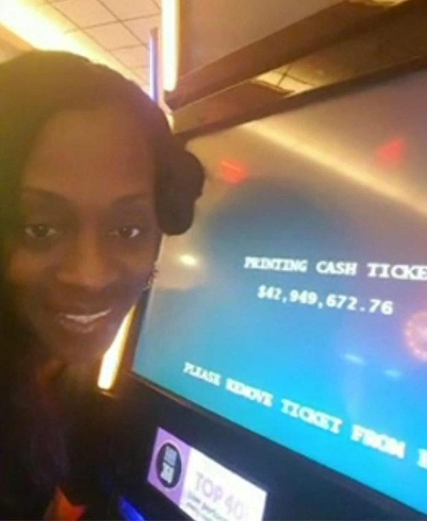 Una mujer gana 43 millones de dólares en una máquina tragaperras y el casino se lo cambia por una cena