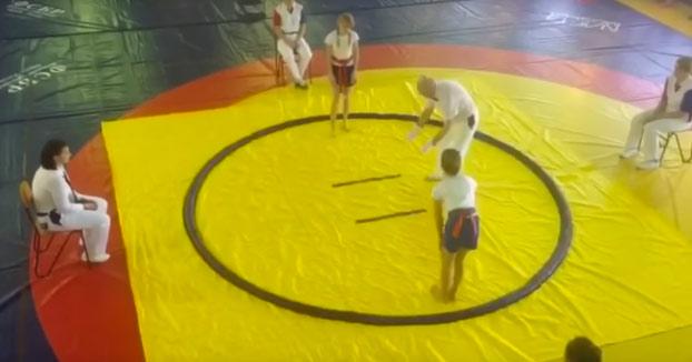 Esta niña judoca tumba a su rival y al árbitro haciendo una sola llave