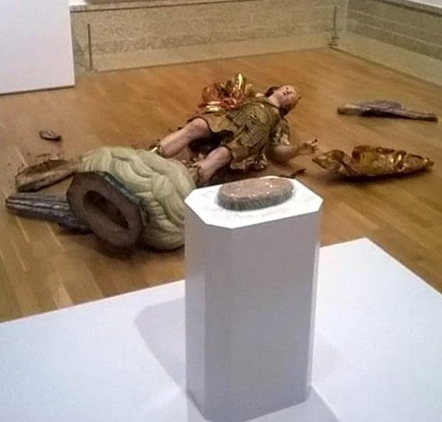 destroza-estatua-san-miguel-museo-lisboa-3