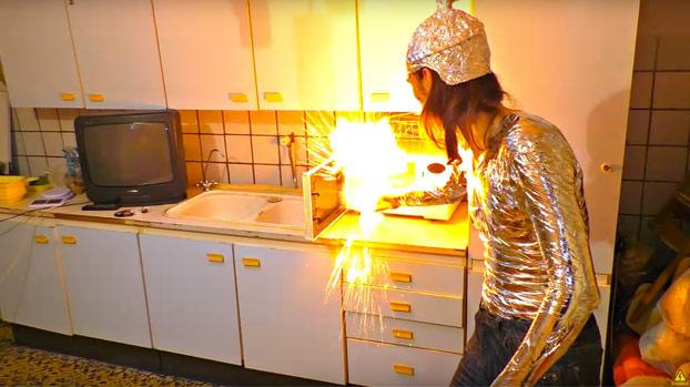 experimento-rusos-microondas-encendido-2