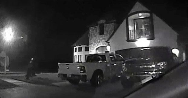 Pulso de hierro: Un policía francotirador mata a un secuestrador mientras sostenía a una niña de 2 años (Vídeo)