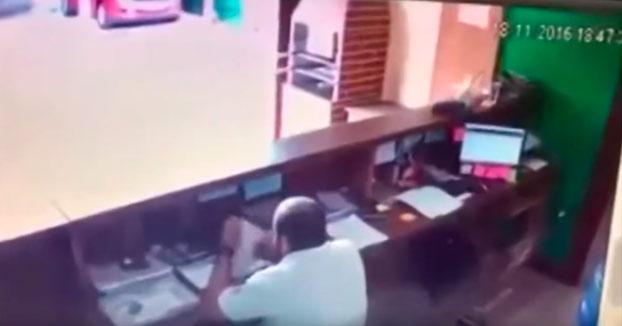 Brasil: Un intento de asesinato fallido es captado por una cámara de seguridad