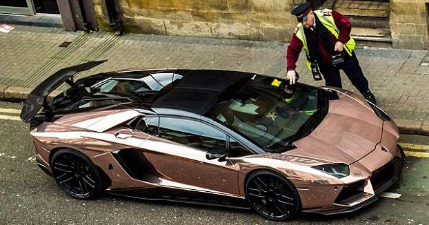 Dueño del Lamborghini: Es más barato pagar multas por aparcar en línea amarilla que arriesgarse a meter el coche en un parking público