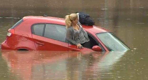 mujer-atrapada-coche-sagunto-2