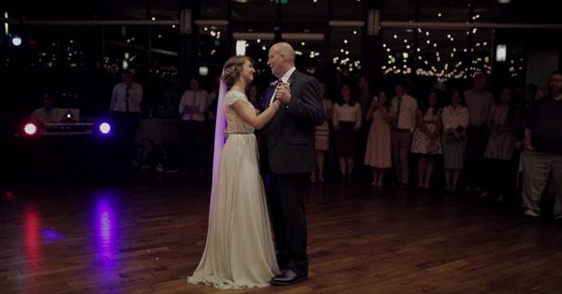 Sorpresa de padre e hija en la boda: Se disponían a bailar el vals cuando de repente...