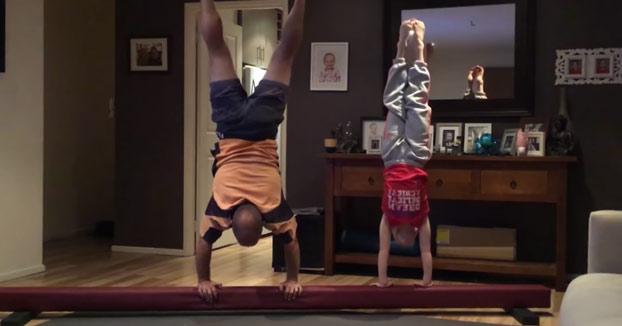 Este padre se propone imitar todos los ejercicios de gimnasia de su hija