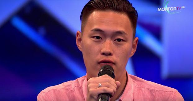 Si pensabas que lo habías visto todo... Un asiático cantando Country