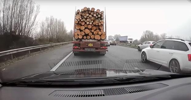 Karma instantáneo para el conductor de este Nissan Juke por impaciente y listillo
