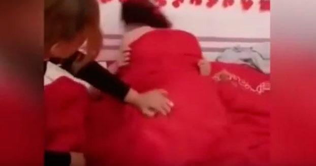 Los invitados obligan a los novios a tener sexo durante la boda (Vídeo)