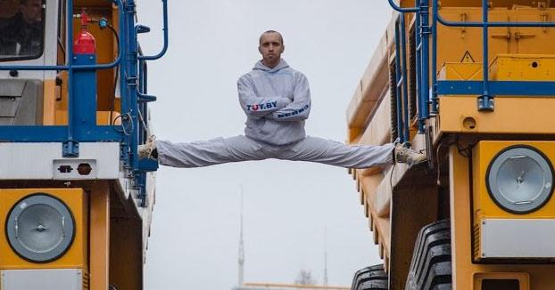 El Van Damme bielorruso: Split entre dos camiones BelAZ