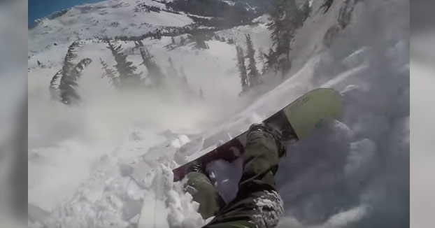 Se salva de morir enterrado usando un sistema anti avalancha