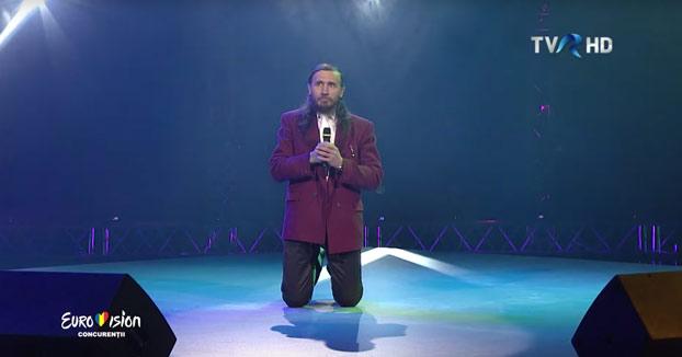 Él es Dorel Giurgiu, candidato de Rumanía para ir a Eurovisión y su actuación es inquietante