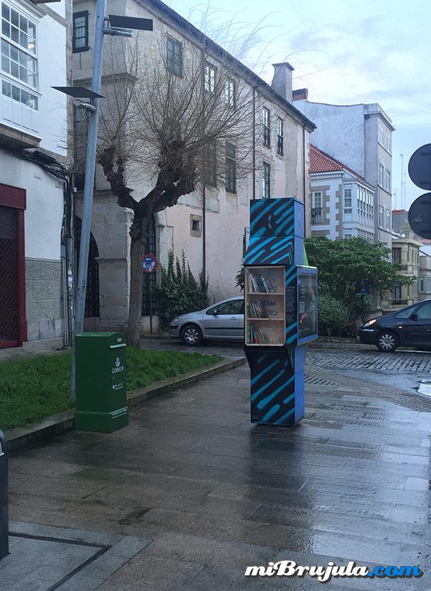 Genial iniciativa llevada a cabo en una cabina telefónica de A Coruña