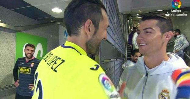 A Cristiano Ronaldo se le 'escapa' el secreto capilar de Diego López frente a las cámaras