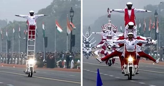 Así son los desfiles militares en la India. Todo un espectáculo