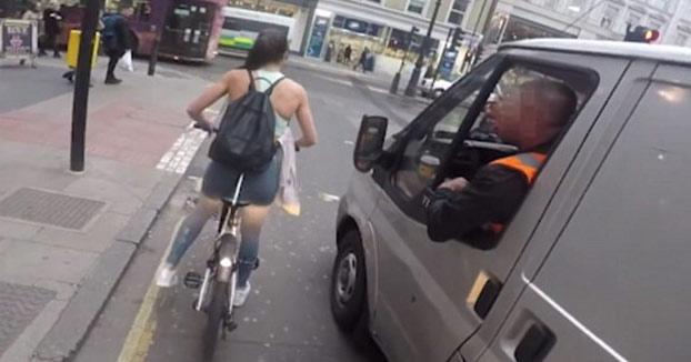 Así se vengó esta mujer ciclista de un obrero que le dijo: ''¿Tienes el período?'' (Vídeo)