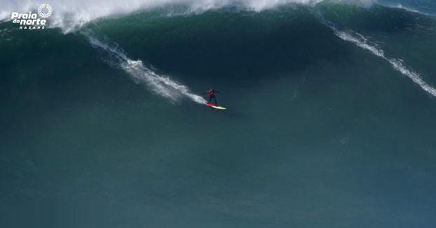 El poder del mar en Praia do Norte, Nazaré (Portugal)