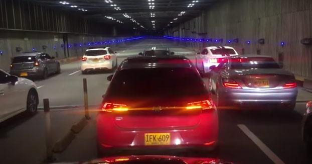 Destroza su Mercedes durante una carrera ilegal en un túnel de la Avenida Colombia en Cali (Vídeo)