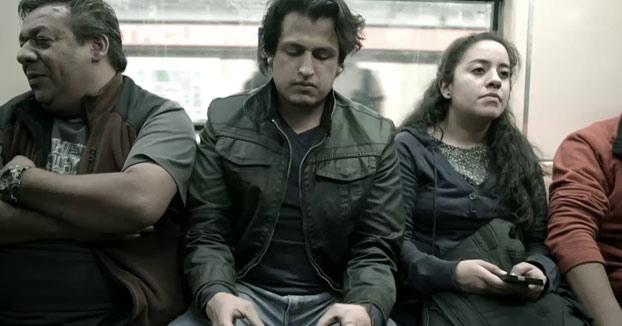 Instalan un asiento con pene en el metro de México