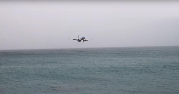 Un Boeing 737 casi se estrella en el mar Caribe al intentar aterrizar en Saint Maarten (Vídeo)