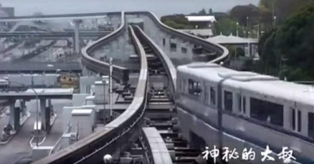 Cambio de vías en el monorrail de Osaka, Japón