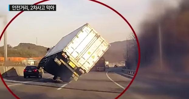 Perdió el control de su camión, pero evitó una tragedia con una maniobra de película