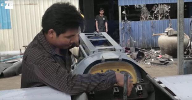 Un camboyano construye su propio avión gracias a tutoriales de Youtube y aprende a usarlo