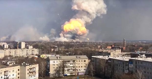 Explosiones en el almacén de armas más grande de Ucrania