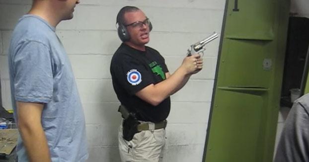 Cuando el instructor de tiro no tiene ni idea de lo que está haciendo
