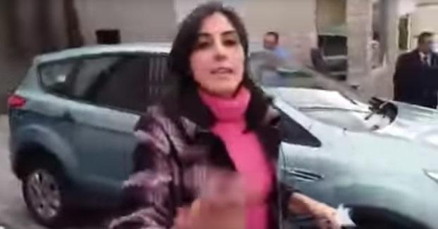 Graba a su mujer saliendo de un hotel con su amante y las redes no la perdonan
