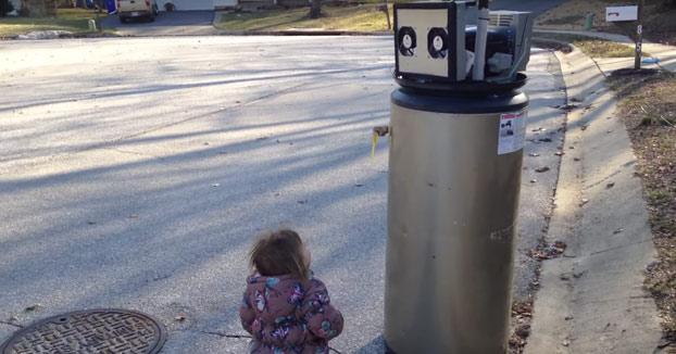 Momento en el que mi hija conoce a un robot